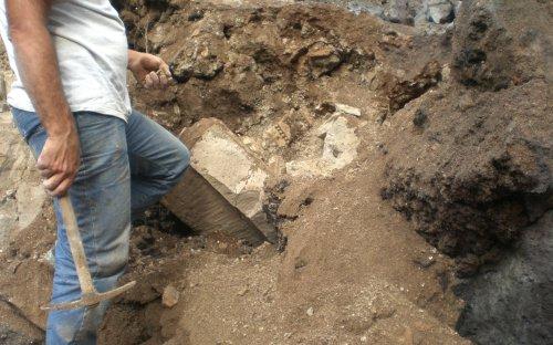 2a campagna di scavi rinvenimento pezzi navata destra (ott.2009)