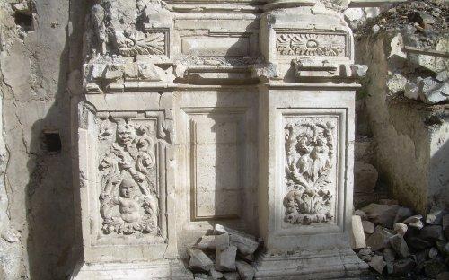 Particolare laterale altare Madonna delle Grazie